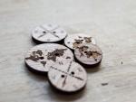 Nasturi din lemn gravati cu harta lumii - cod AX01