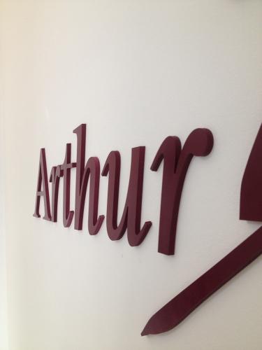 litere forex vopsite Arthur Murray (2)