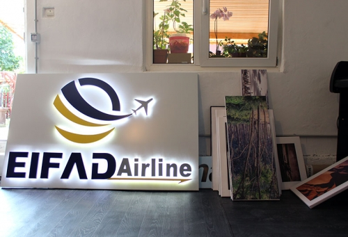 litere luminoase efect halou Eifad Airlines